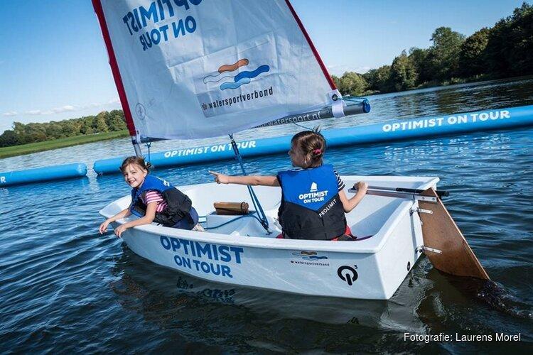 Kinderen maken gratis kennis met de watersport tijdens Optimist on Tour in Medemblik