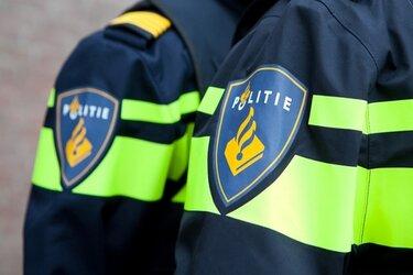 Politie op zoek naar bestuurder van te water geraakte auto in Wervershoof