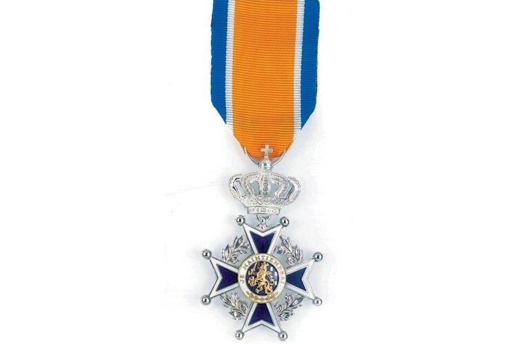 Brandweervrijwilligers Andijk en Wognum ontvangen Koninklijke onderscheiding