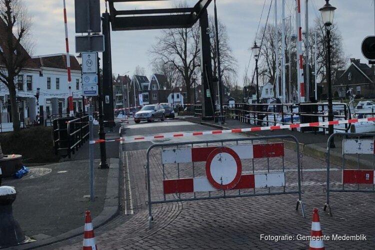 Kwikkelse brug in Medemblik afgesloten door ongeval met auto