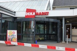Winkelcentrum ontruimd na brandmelding bij Dekamarkt in Andijk