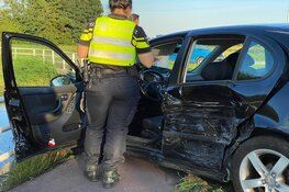 Zware schade bij ongeval op kruising in Zwaagdijk-Oost