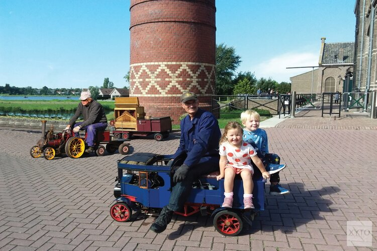 Medemblikker steamfair stoommodellen in de spotlights